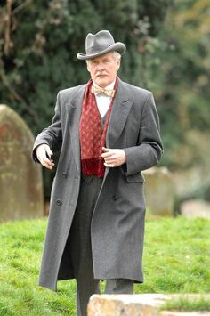 Dr Clarkson Downton Abbey Season V ***Fathers colours (scarf fabric/colour into vest) Coat darker grey (like charcoal)***