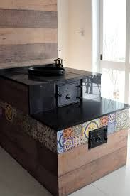 fogão de lenha pré moldado - Pesquisa Google Cooking Stove, Rustic Kitchen Design, Kitchen Stove, Rocket Stoves, Kitchen Furniture, Home Projects, Home Kitchens, Sweet Home, New Homes