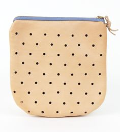 This pouch keeps your can't-live-without essentials in one go-to spot (cell phone, cards, and keys) and also doubles as a quick and easy clutch on the go!  #clutch #mooreaseal