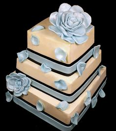 Wedding cake (I would like this for a birthday cake instead. spoil me much... yes please.)
