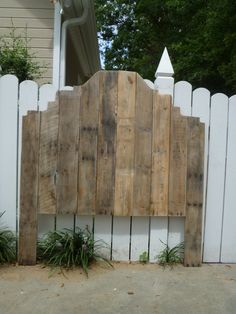 Pallet: Shabby Chic Pallet Headboard - http://dunway.info/pallets/index.html