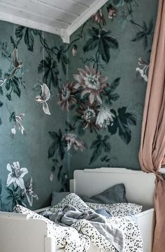 Decorate your kids room with wallpaper Faded Passion green - Sandberg Wallpaper