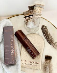 Krem samoopalający Vita Liberata FabulousTonujący krem samoopalający Vita Liberata Fabulous możesz używać jako kremu do twarzy i samoopalacza. Poza pięknym kolorem zapewnia skórze także odpowiednie nawilżenie, a to dzięki organicznym składnikom, których znajdziesz w jego składzie całe mnóstwo.Krem ma ciemną barwę, przyjemną konsystencję i bardzo delikatny zapach. Po rozsmarowaniu bardzo szybko się wchłania i wysycha, a opalenizna rozwija się przez kolejne godziny Beauty Skin, Aloe Vera, Perfume Bottles, Skin Care, Skincare Routine, Perfume Bottle, Skins Uk, Skincare, Asian Skincare