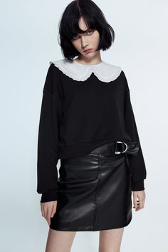 Zara Outlet, Androgynous People, Beauty P, Online Zara, Collared Sweatshirt, Aesthetic Women, Female Poses, Overall Dress, Perfect Woman