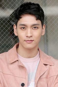 Korean Male Actors, Korean Men, Asian Actors, Kdrama, Lee Tae Hwan, Hwang Jung Eum, Disney World Pictures, Suspicious Partner, Park Shin Hye