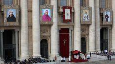 Retratos oficiales de algunos de los nuevos santos canonizados hoy por el Papa Francisco. Foto: Lauren Cater / ACI Prensa