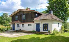 Inkoossa sijaitseva, myynnissä oleva talo ihastuttaa varsinkin maalaisromantiikasta haaveilevia.