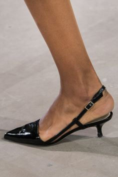 Tibi at New York Fashion Week Spring 2018 - Details Runway Photos Kitten Heel Shoes, Low Heel Shoes, Low Heels, Dream Shoes, New Shoes, Slingback Shoes, Shoes Sandals, Cute Shoes, Me Too Shoes