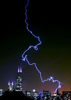 Lightning hits Sears Tower, Chicago