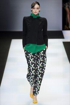 Emporio Armani Fall 2016 Ready-to-Wear Collection Photos - Vogue Fall Fashion 2016, Fashion Week, I Love Fashion, New York Fashion, Runway Fashion, High Fashion, Winter Fashion, Fashion Show, Fashion Looks