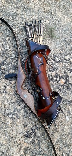 Cuir fait main Back Quiver traditionnel Archery Back Quiver Leather Harness, Cow Leather, Leather And Lace, Archery Quiver, Arm Guard, Traditional Archery, Heart Crafts, Leather Working, Etsy