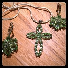 GREEN CRYSTAL CROSS & EARRINGS SET .925 silver chain. Set of necklace and earrings. Jewelry