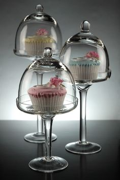 Glass Bell Jar Dessert Stands: What a pretty way to display cupcakes for a tea party! Cake Dome, Cake And Cupcake Stand, Cupcake Cakes, Cupcake Jar, Cupcake Holders, Cupcake Display, Cup Cakes, Glass Candle, Glass Domes