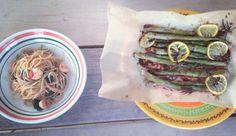 Een heerlijk gerechtje voor een zonnige dag:spaghetti met rode peper, spinazie en garnalen met groene asperges uit de oven. Leg de asperges (eventueel de kontjes eraf hakken) op wat bakpapier op een bakplaat of ovenschaal. Snijd een halve citroen in plakjes en leg op de asperges. Knijp de rest van de citroen uit en vang […]