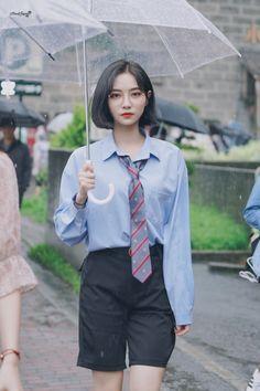 Korean Girl Fashion, Ulzzang Fashion, Korean Street Fashion, Cute Bob Haircuts, Street Style Summer, Female Poses, Girl Photography Poses, Celebs, Celebrities