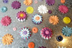 If you're looking for a quick and easy craft project, these flower button magnets will be perfect for you! I made four of them in about 15 minutes! Easy Strawberry Pie, Different Kinds Of Flowers, Jenny Cookies, Mod Podge Crafts, Quick And Easy Crafts, Flower Button, Easy Craft Projects, Craft Ideas, Glow Sticks
