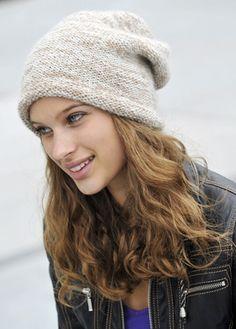 Familie Journal - strikkeopskrifter til hende Crochet Beanie Hat, Knitted Hats, Knit Crochet, Crochet Hats, Slouchy Hat, Knitting Patterns Free, Knit Patterns, Free Pattern, Beanie Hats For Women