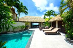 Te Manava Luxury Villas & Spa - Ultimate beachfront villa courtyard