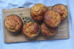 Grove gulrotmuffins med røkt skinke og cheddarost