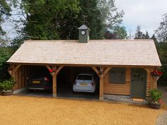 Shires Oak Buildings used traditional construction techniques to build a beautiful oak framed garage building for a project in Kites Hardwick, Warwickshire.