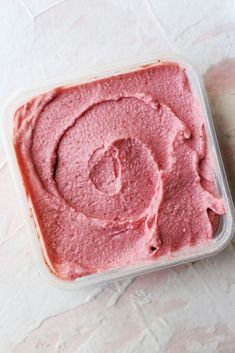 I've been able to curb my intense ice cream cravings with this simple and quick recipe for Whole 30 Strawberry Coconut Ice Cream. Frozen Strawberry Desserts, Strawberry Ice Cream, Frozen Desserts, Frozen Treats, Coconut Desserts, Paleo Sweets, Coconut Recipes, Paleo Dessert, Paleo Ice Cream