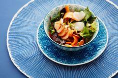 En spennende utgave av trendretten poké bowl. Prøv denne varianten med pepret pokèsaus.