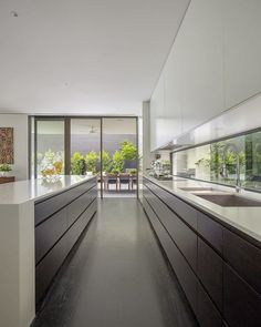 The kitchen is one of most well used zones of the home and the kitchen in this client's #Lubelso home doesn't disappoint!  The window splash back and full height cavity sliding doors add so much natural light and elegance 👌🏼 #home #inspiration #kitchen #naturallight