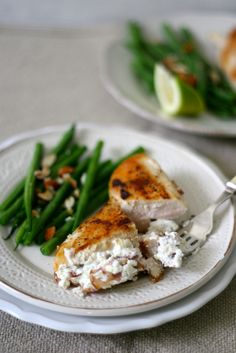 Banting Baked Chicken with Goats Cheese and Bacon - Sarah Graham Food Bacon Recipes, Diet Recipes, Healthy Recipes, Healthy Family Meals, Healthy Snacks, Goat Cheese Stuffed Chicken, Fast Good, Banting Recipes, Baked Chicken