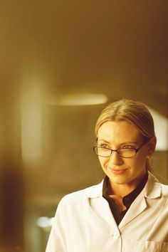 Anna Torv pretending to be Olivia Dunham pretending to be William Bell. This episode made me uncomfortable but in the best possible way