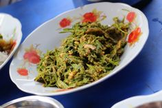 A burmese salad, there are so many of them and so yummy! Living in Sin: Yangon, Myanmar - Street food and other food Vietnamese Recipes, Filipino Recipes, Indian Food Recipes, Asian Recipes, Ethnic Recipes, Korean Food, Chinese Food, Japanese Food, Burmese Food