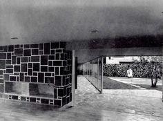 Estancia, Casa en calles Montañas Rocallosas y Sierra Cotopaxi, Lomas de Chapultepec, México DF 1952  Arq. Francisco Artigas -  Living room of a house in Lomas de Chapultepec, Mexico City 1952