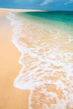 danilove_xo: Yellow / brown sand and clear blue water rushing you. There's no other place like the beach that can make me feel at home. Places Around The World, Around The Worlds, Beach Bucket, Another Day In Paradise, Nature Aesthetic, Crystal Clear Water, What A Wonderful World, Great Photos, Mother Earth