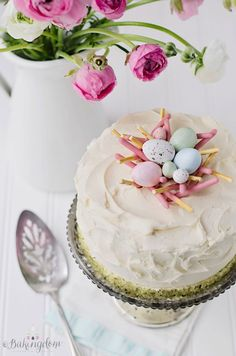 Sweet, happy checkerboard cake with spring colors, topped with a fun pink bird's nest and candy Easter eggs Easter Dinner, Easter Brunch, Desserts Printemps, Checkerboard Cake, Spring Desserts, Easter Celebration, Easter Recipes, Let Them Eat Cake, Beautiful Cakes