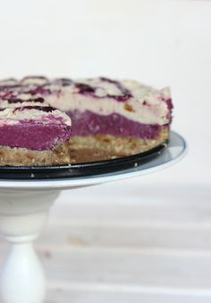 Raw vegan Pomelo Blackberry Cheesecake (raw, gluten free, sugar free, oil free, no bake) Clean eating cake you have to try! Paleo Dessert, Raw Vegan Desserts, Raw Vegan Recipes, Vegan Sweets, Vegan Snacks, Vegan Raw, Blackberry Cheesecake, Raw Cheesecake, Clean Eating Cake
