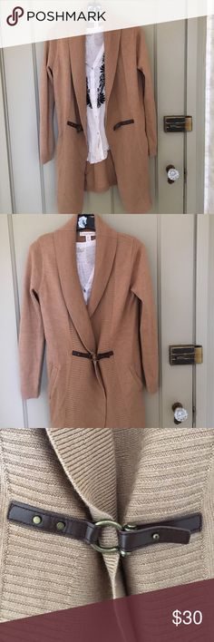 Camel sweater coat Ellen Tracy size small sweater coat. Very minimal pilling. A true wardrobe staple! Ellen Tracy Sweaters Cardigans