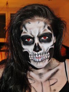 awesome Halloween skull makeup