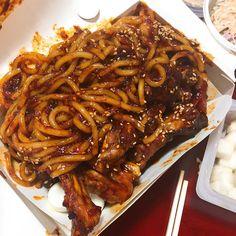 Korean Street Food, Korean Food, Cute Food, Yummy Food, Tumblr Food, Happy Foods, Aesthetic Food, Food Cravings, Asian Recipes