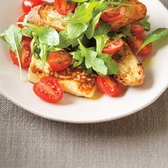 Ricardo's recipe : Tomato, Garlic Flower and Pan-Seared Cheese Salad Garlic Scape Pesto, Garlic Flower, Ricardo Recipe, Cheese Salad, Bruschetta, Healthy Recipes, Healthy Food, Vegetable Recipes, Tapas