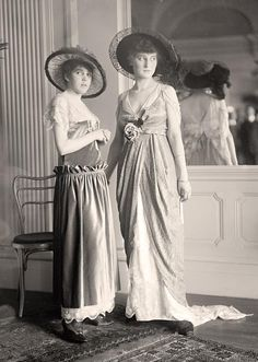 National Style Show, 1914 - love that you can see the back of the one dress in the mirror