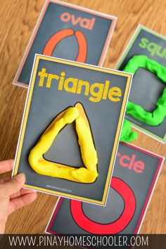 Are your kids learning shapes, colors and counting? Simple fun and easy learning activity for toddlers and preschoolers. Perfect indoor activity to try! Preschool Learning Activities, Preschool Lessons, Preschool Classroom, Preschool Crafts, Kids Learning, Homeschool Kindergarten, Learning Shapes, Children Activities, Activities For 3 Year Olds
