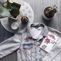 Spring & denim jackets 🖤👌🏻 . . . #topshop #instagram #enjoylife #spring #photography #inspo #decor #designlife #lifestyle #blogger #photography #ootd #mystyle #whatiwore #grunge #grungegirl #altgirl #pinterest #tumblr #tumblrgirl #instagood #ilovephotography #influencer #picoftheday #ilovefashion
