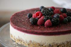 raw mixed berry and vanilla bean cheesecake