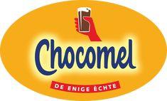 Dit is een herkenbaar logo door de kleuren en de hand die een glas Chocomel omhoog houd.