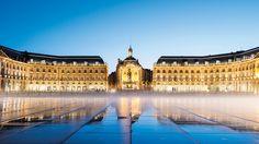 Am Place de la Bourse von 1775 stehen das Palais de la Bourse und das Hôtel des Fermes, in dem sich das Nationale Zollmuseum befindet.