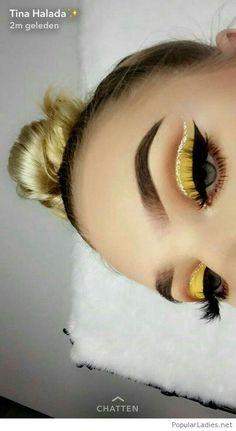 Amazing yellow eye makeup and blonde hair - Madie U.- gelbes Augen Make-up und bonde Haare – Madie U. Amazing yellow eye makeup and bonde hair – Makeup Eye Looks, Beautiful Eye Makeup, Cute Makeup, Pretty Makeup, Skin Makeup, Eyeshadow Makeup, Eyeshadow Palette, Kohl Eyeliner, Glitter Eyeliner