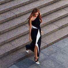 """""""В 2005 многие голливудские звезды щеголяли, совершенно не боясь повториться, в платье Galaxy самых разных оттенков от парижского англичанина Ролана Мюре.…"""""""