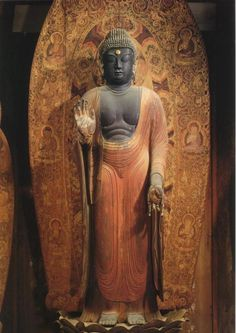 【奈良・室生寺/伝・釈迦如来立像(9世紀末)】金堂の本尊、像高237.7cm。台座と光背は当初のものが残る。光背や、周囲に十二神将が配置されることから、当初は薬師如来だったのではないかと言われている。 #仏像