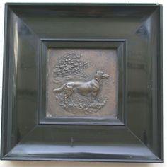 Bronze / Kupfer Bild signiert Pfug datiert 1898 Dackel gerahmt Relief