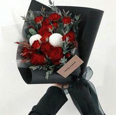 Boquette Flowers, Beautiful Bouquet Of Flowers, Luxury Flowers, Beautiful Flower Arrangements, Planting Flowers, Floral Arrangements, Flower Shop Decor, Flower Bouquet Diy, Red Rose Bouquet