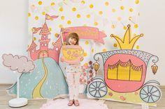 Детская зона Arctic Decorations, Kids Salon, Photo Zone, Cinderella Birthday, Party In A Box, Partys, Showcase Design, Baby Party, Diy Wall Art